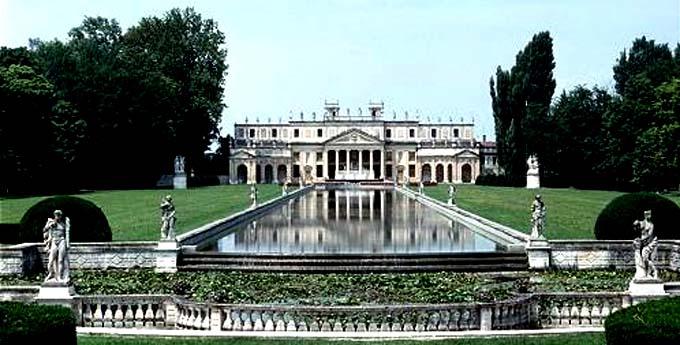 Villa Reale Pisani di Strà La fontana monumentale